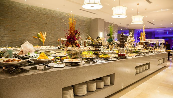 The Jackpot Buffet for dining at Tiger Palace Resort features a selection that hits the spot for every mood and palate.